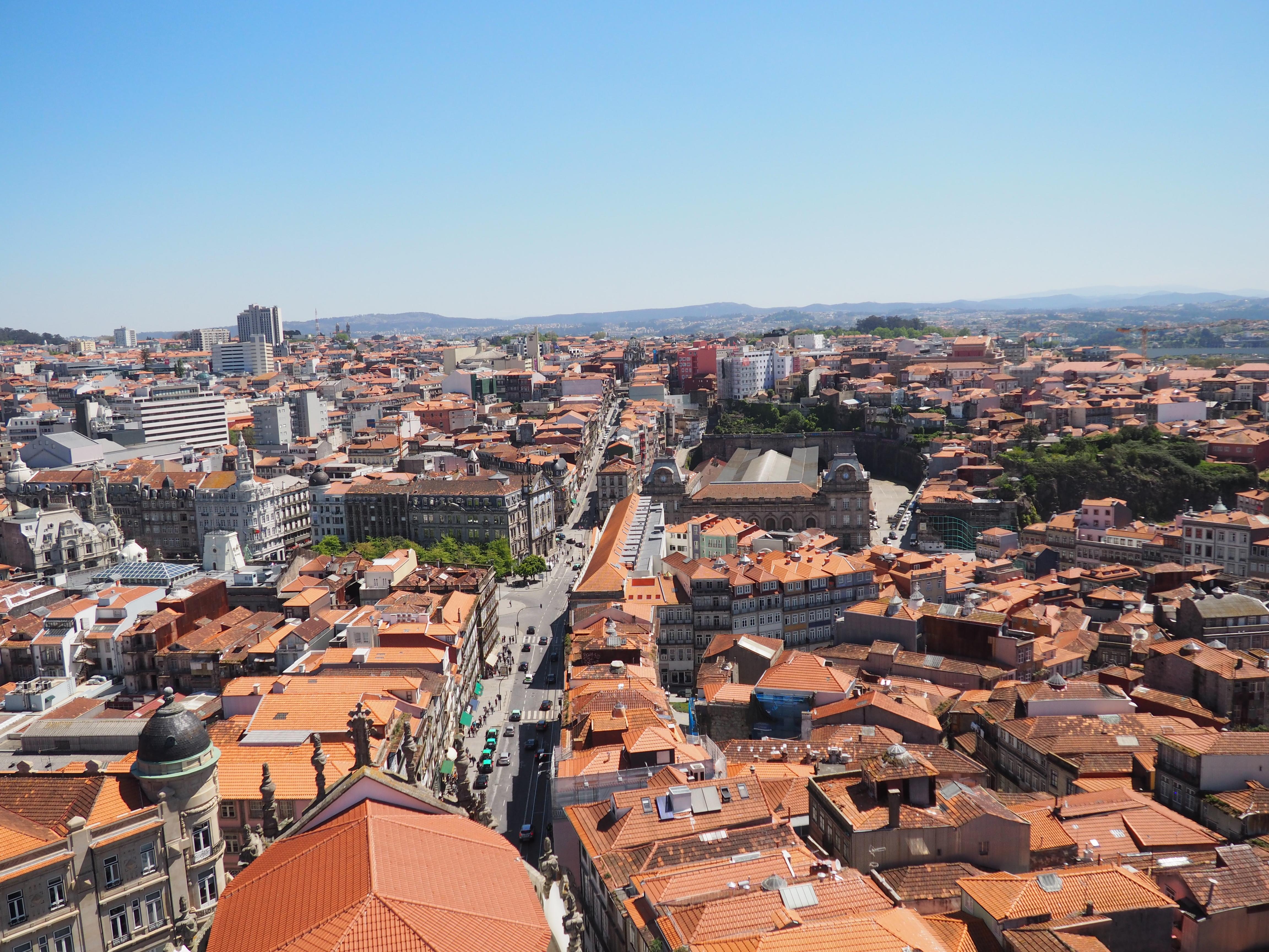 Vistas desde la Torre de los Clérigos en Oporto
