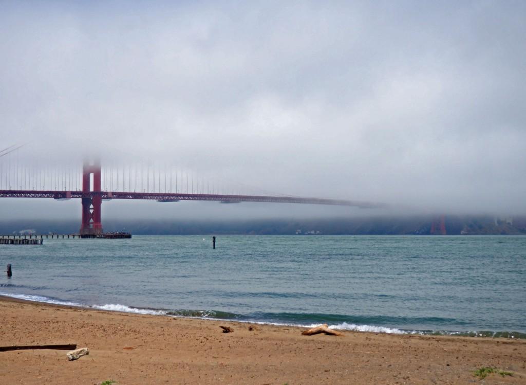Es normal ver el Golden Gate rodeado de niebla.