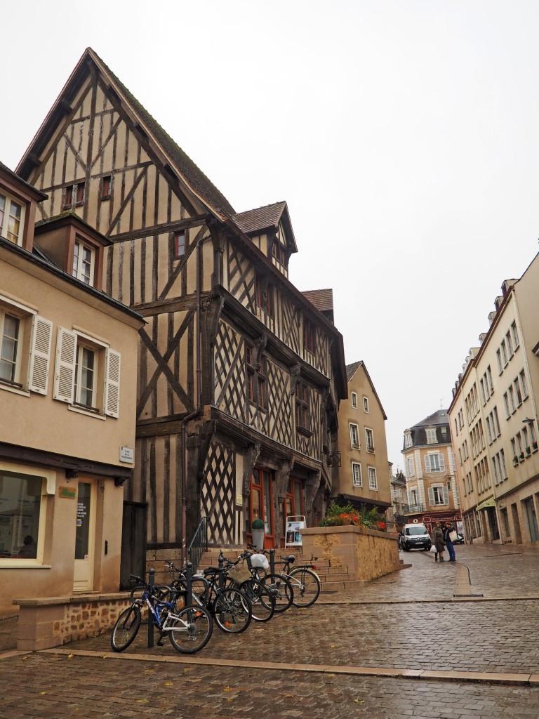 Oficina de turismo de Chartres . La maison du saumon