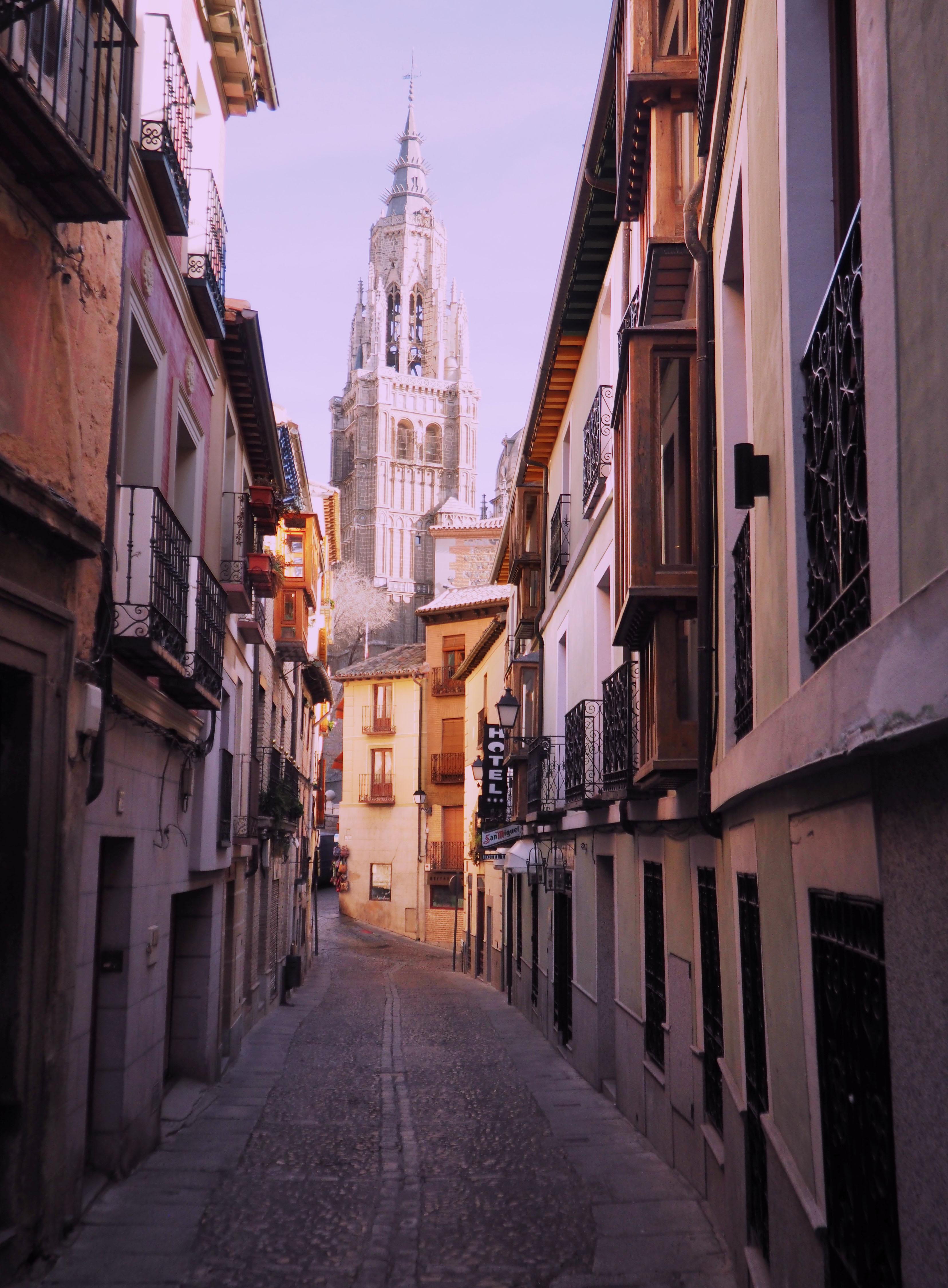 Calle de Toldo con vistas a la Catedral